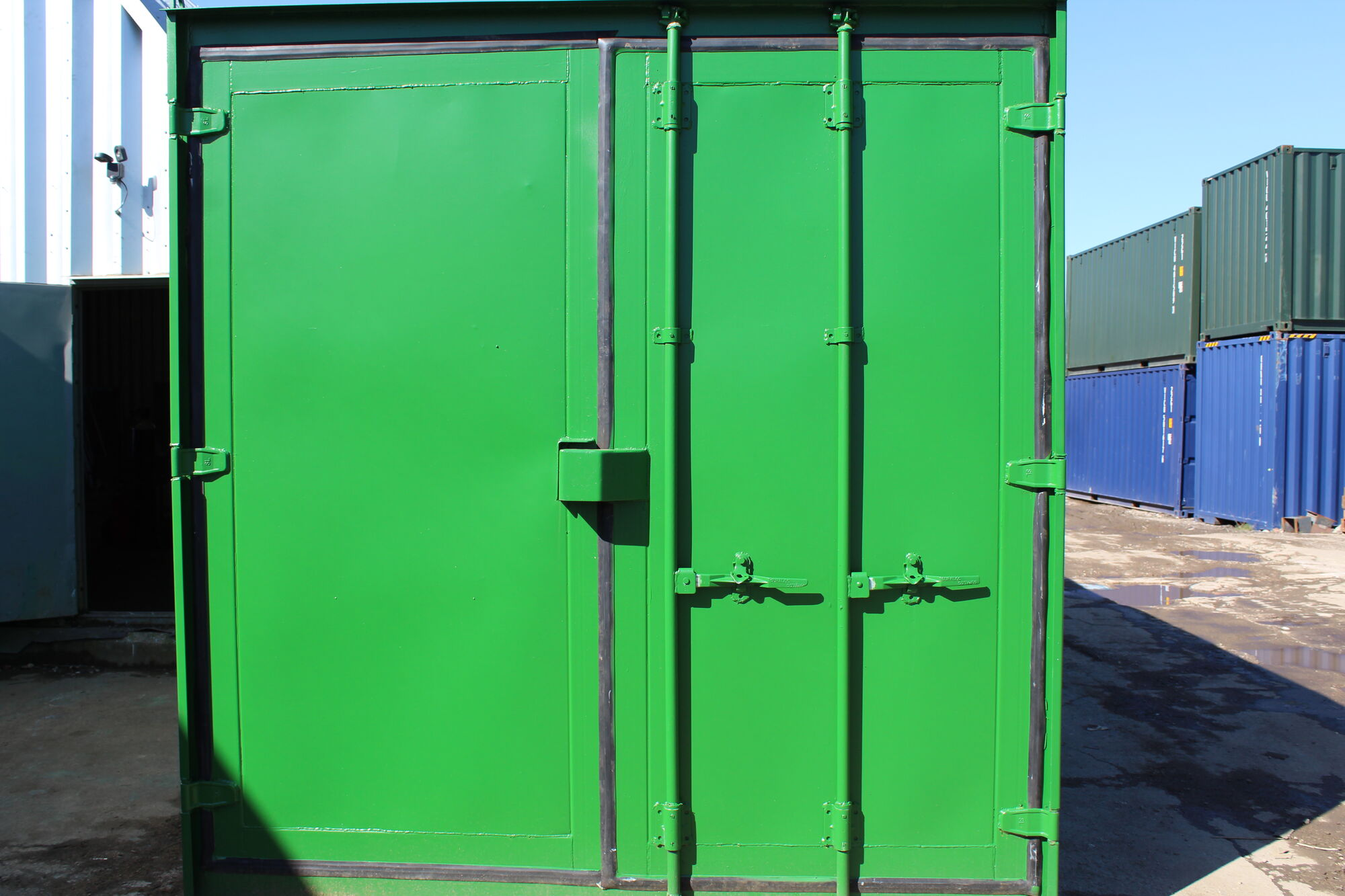 SHIPPING CONTAINERS 25ft Shipping Container S3 Doors   £ ...